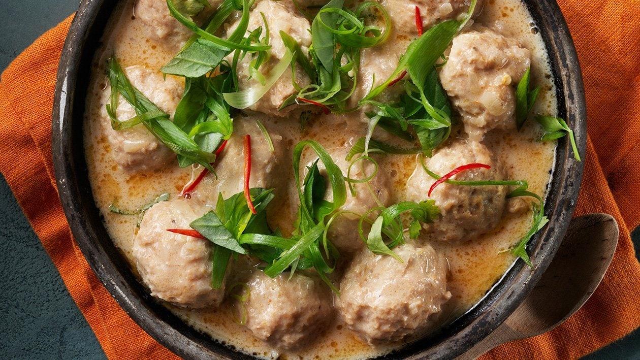 Thaimaalaiset kanapullat Panang – Resepti