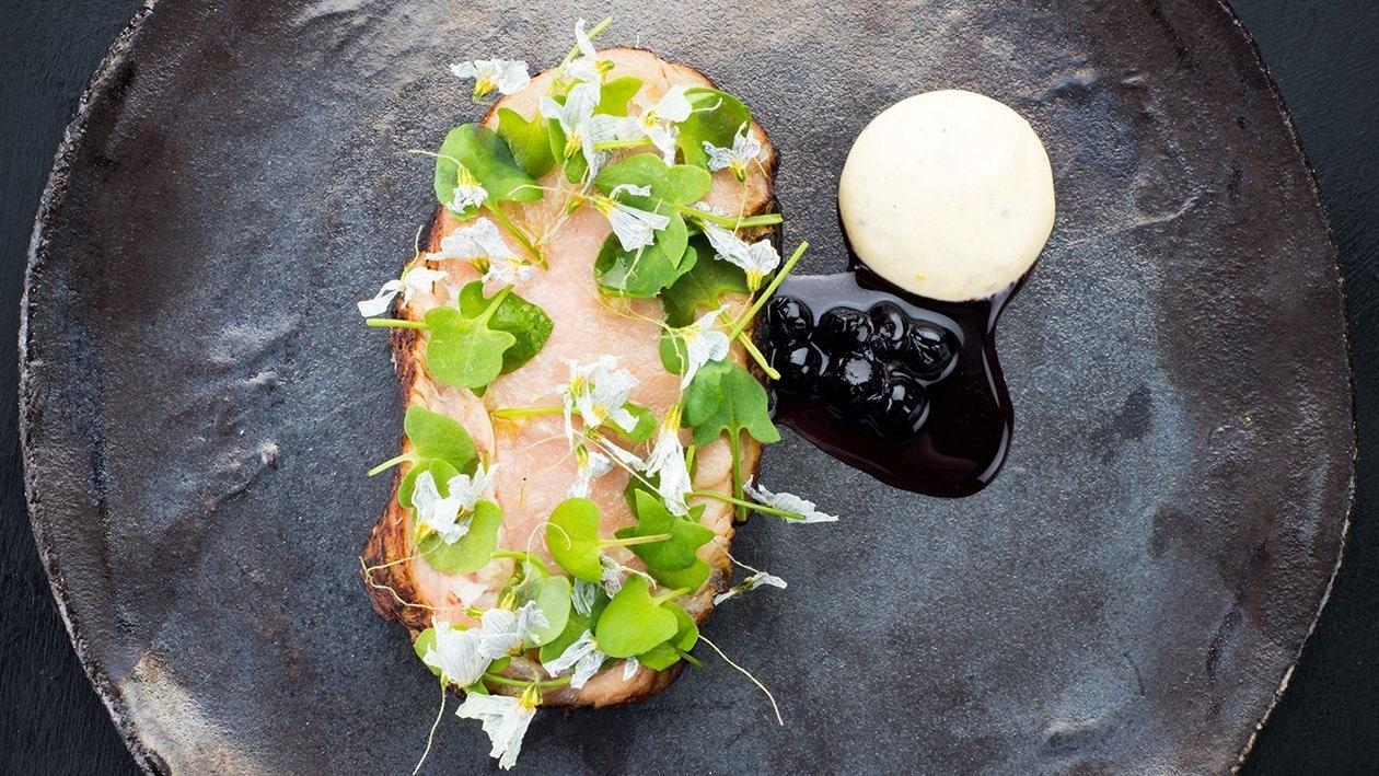 Grillattua vasikan entrecôte, Dijon-majoneesia ja mustikkakastiketta – Resepti